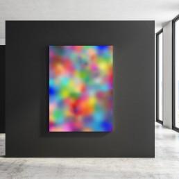 Apolide N.40, Paolo Basso. Opera colorata astratta su pannello nero situata in una sala d'esposizione